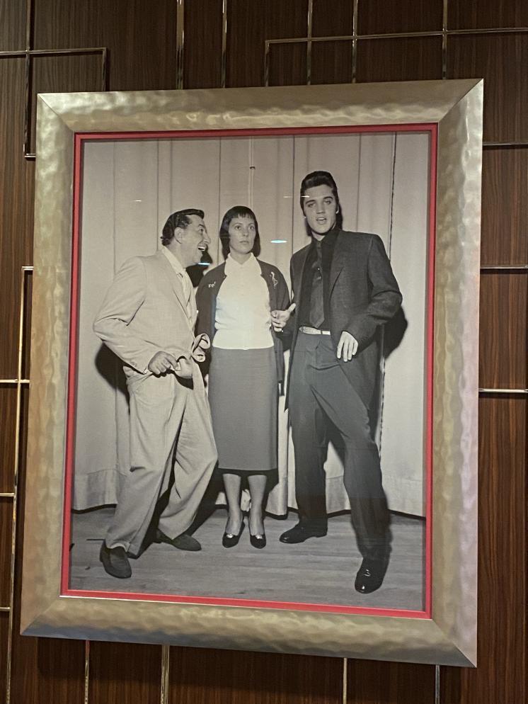 Click image for larger version.  Name:Elvis_Vegas.jpg Views:43 Size:93.1 KB ID:773