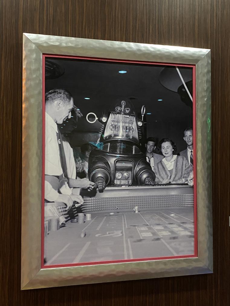 Click image for larger version.  Name:RobbbyRobot_Vegas.jpg Views:44 Size:91.1 KB ID:778